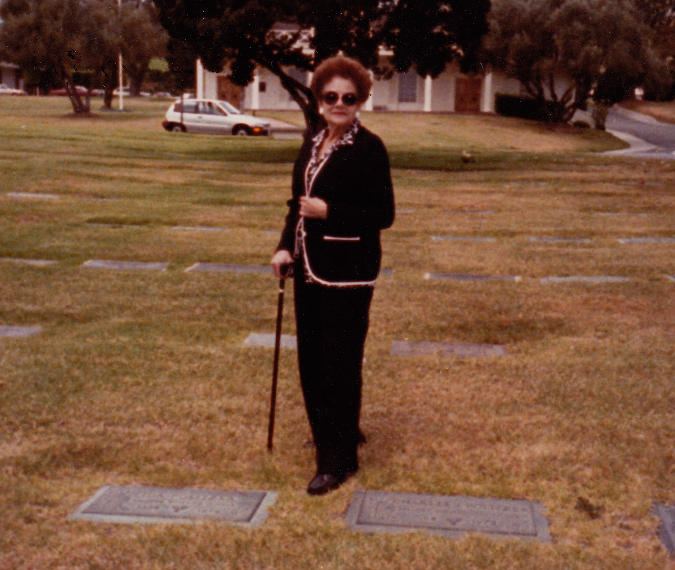1989-fritzie-at-parents-graves_2