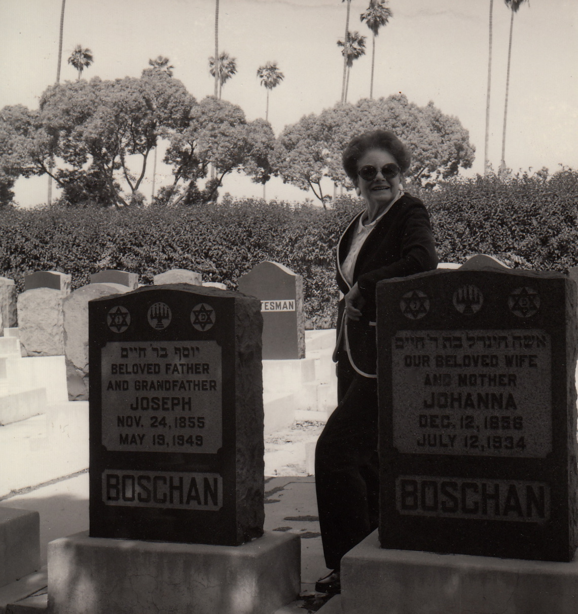 1989-fritzie-at-grandparents-graves_2